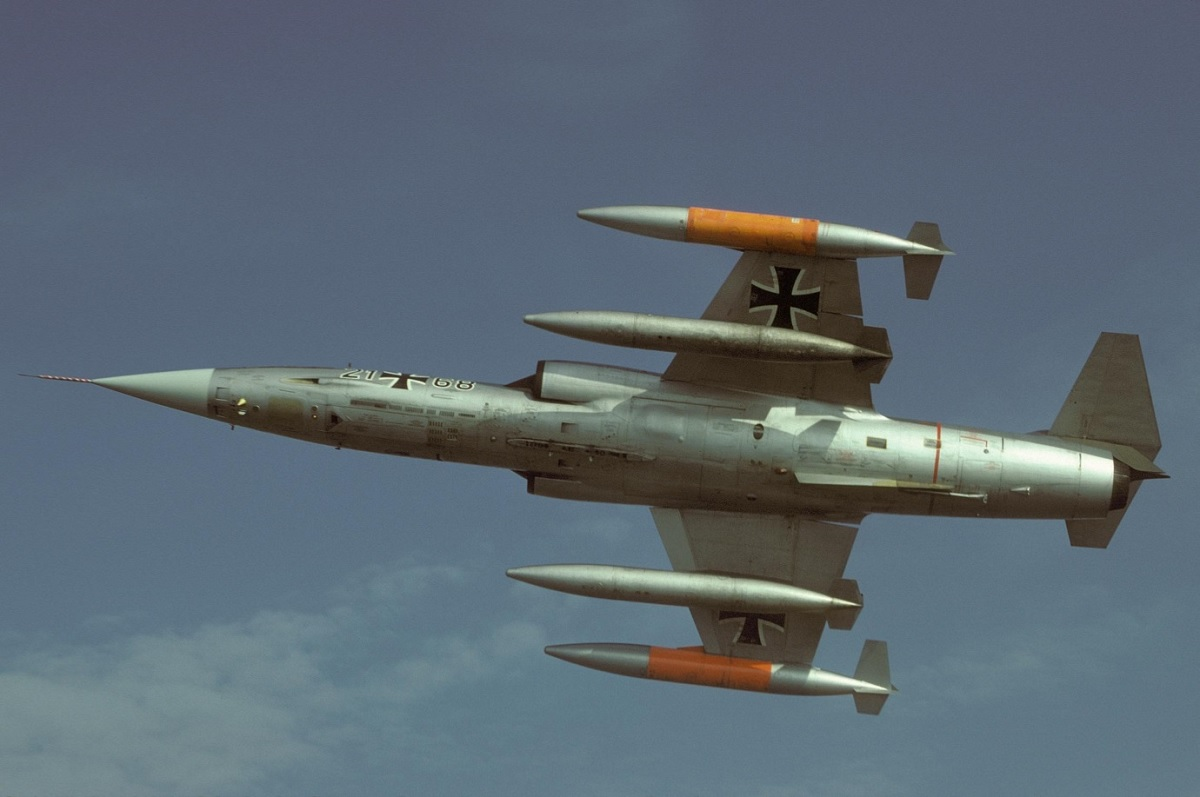 That Time a German F-104 Starfighter Bowed Upwards the Power Lines during a Low Level Ground Attack Training sortie