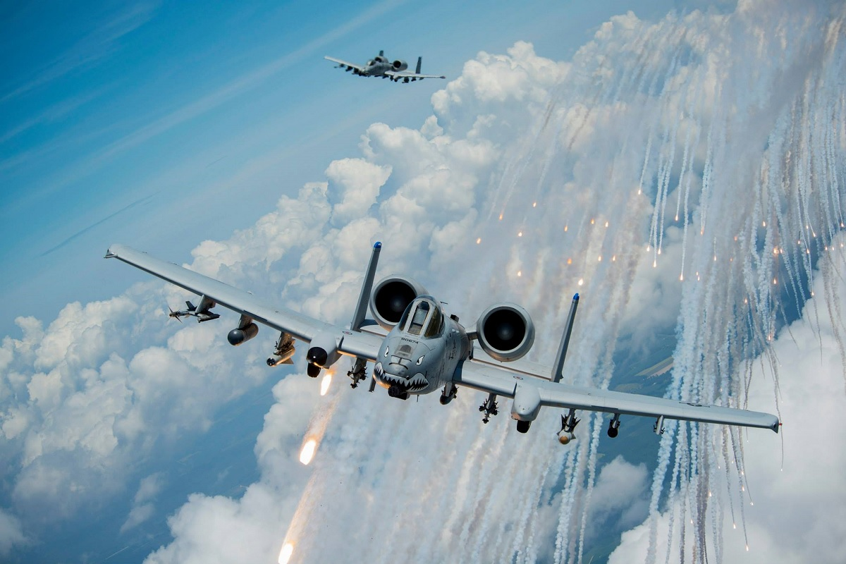 THE STORY OF THE A-10 WARTHOG THAT LANDED SAFELY WITH A HOLE IN THE COWLING OF ONE OF ITS ENGINES