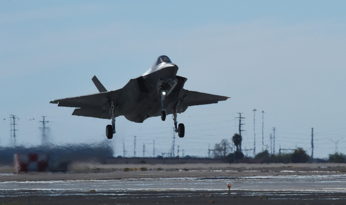 F-35A Student Pilot Saves his Jet During In-Flight Computer Failure