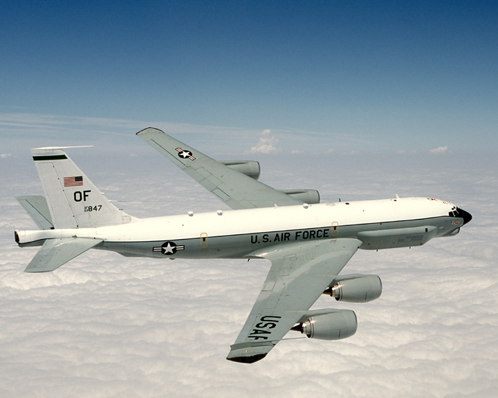 RUSSIAN Su-27 FIGHTER JET BUZZES USAF RC-135U COMBAT SENT RECONNAISSANCE AIRCRAFT IN THE SKIES OVER THE BALTIC SEA