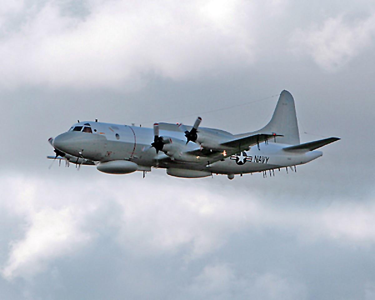 Russian Su-27 fighter comes within 5 feet from U.S. Navy EP-3E over the Black Sea
