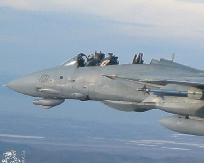 THE STORY OF THE F-14 PILOT THAT WAS ABLE TO LAND HIS TOMCAT WITHOUT CANOPY AFTER HIS BACKSEATER ERRONEOUSLY BAILED OUT