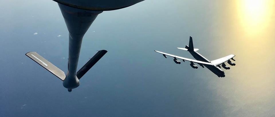 Rare video showsUSAF B-52 strategic bomber refueling From French Air ForceC-135FR tanker