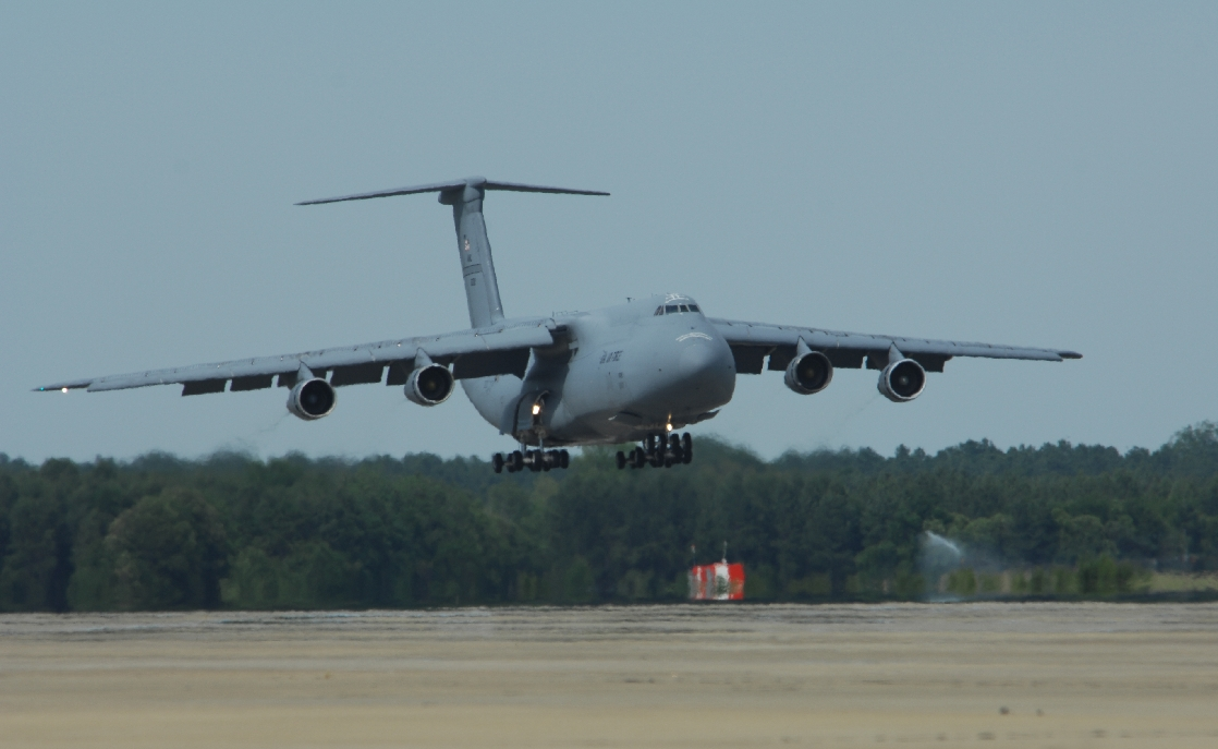 Former FRED Pilot Explains What it is like landing a C-5 Cargo Aircraft in Heavy Fog