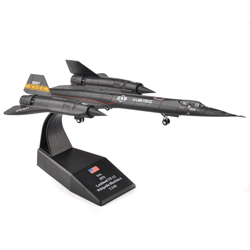 THE STORY BEHIND THIS FAMED SR-71 BLACKBIRD SUPER LOW KNIFE-EDGE PASS