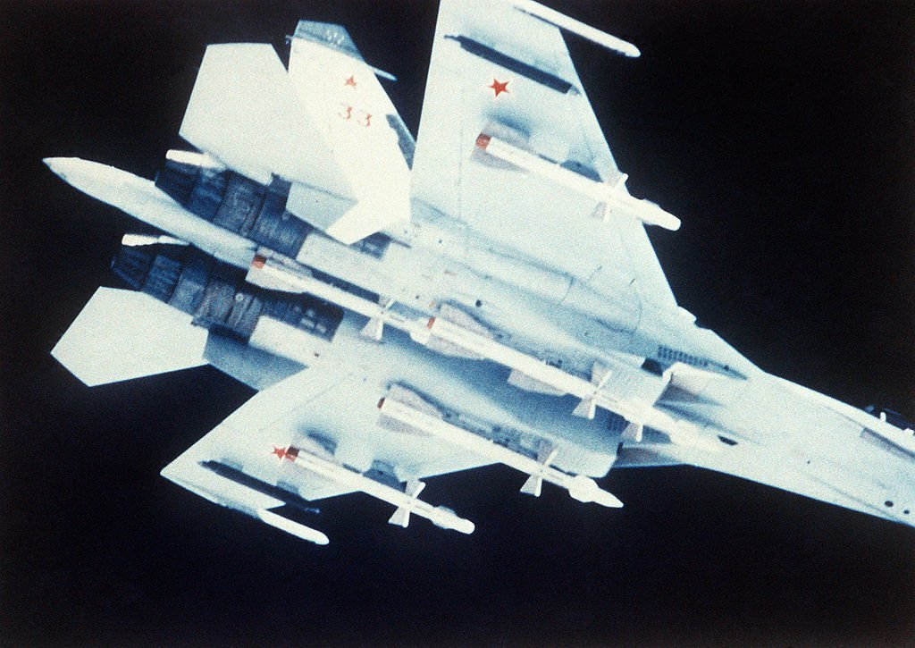 The many reasons why the Su-27/30/35/57 can't outmaneuver the F-22 Raptor
