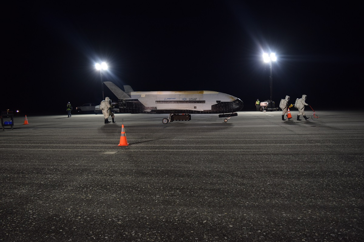 The Mysterious X-37B Spaceplane Lands After 780 Days in Orbit and Sets New Record