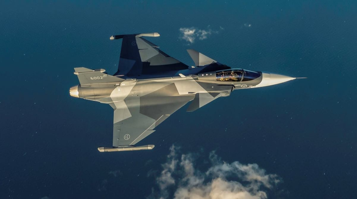 Former Swedish Air Force Flight Engineer explains how the Saab Gripen can Dogfight and Win Against (Almost) Any Dissimilar Aircraft