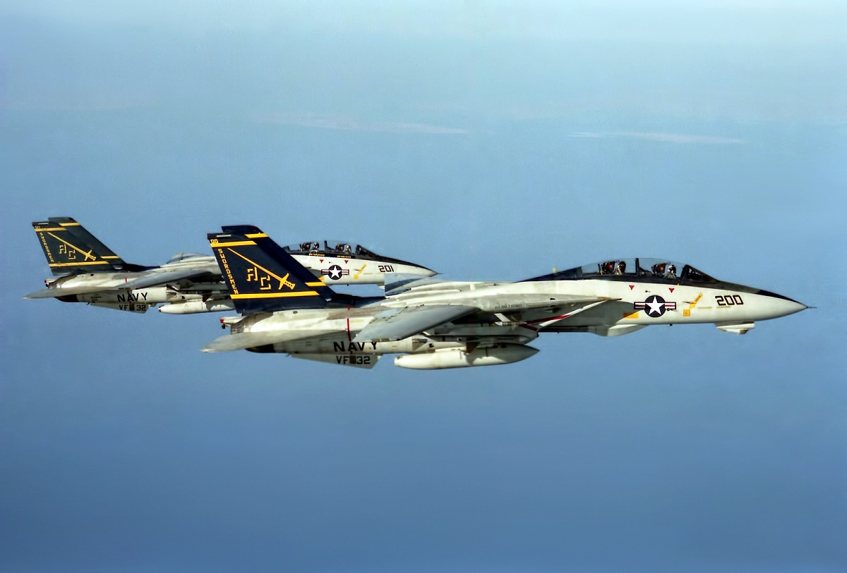 Former KC-135 Pilot tells the story of When his Stratotanker Refuelled the Tomcat Crewed by Famous F-14 RIO