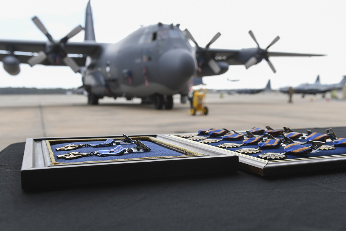 AC-130U Gunship Crew receives 14 Medals for 9-hour long CAS Mission over Afghanistan to allow rescue of 15 wounded soldiers