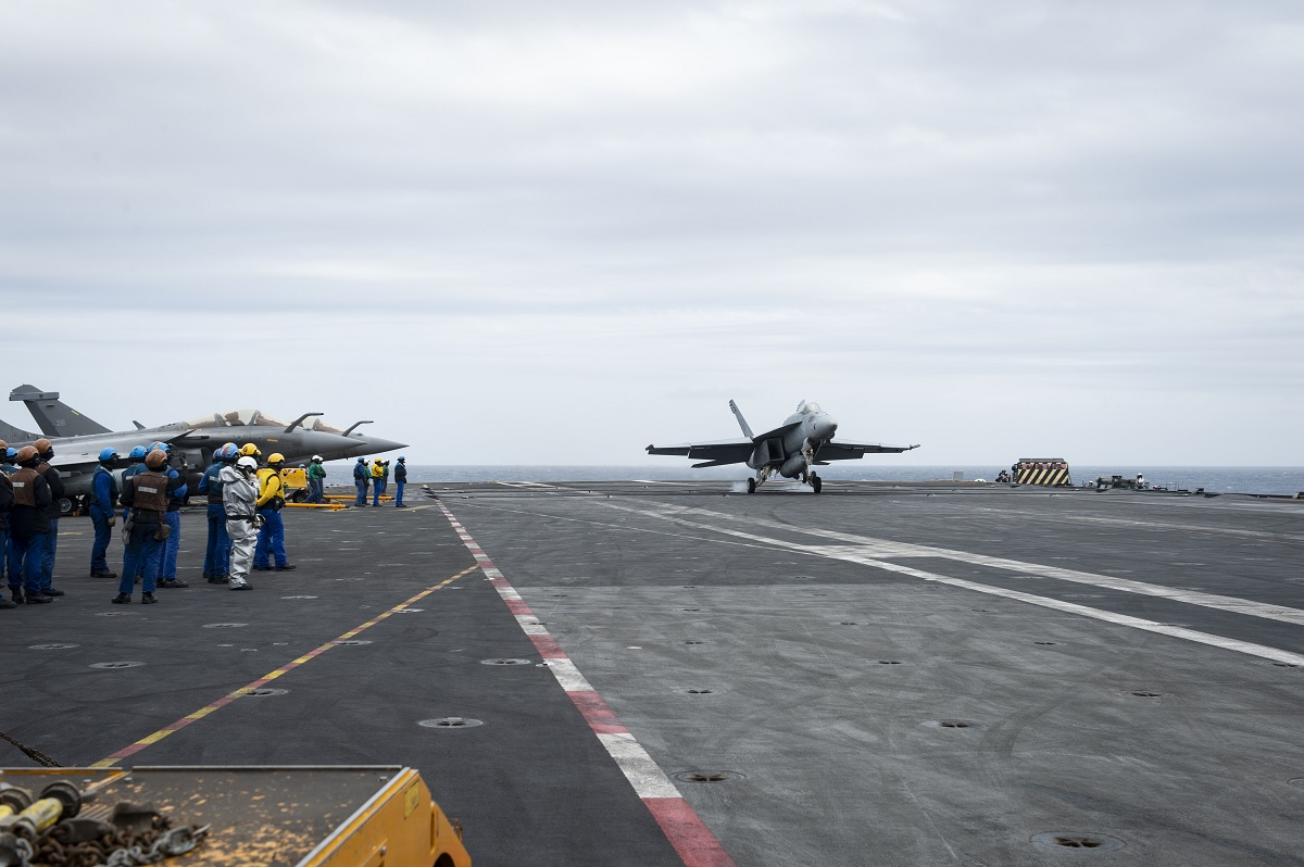 US Navy F/A-18E Super Hornet recovers and launches from FS Charles de Gaulle For the First Time