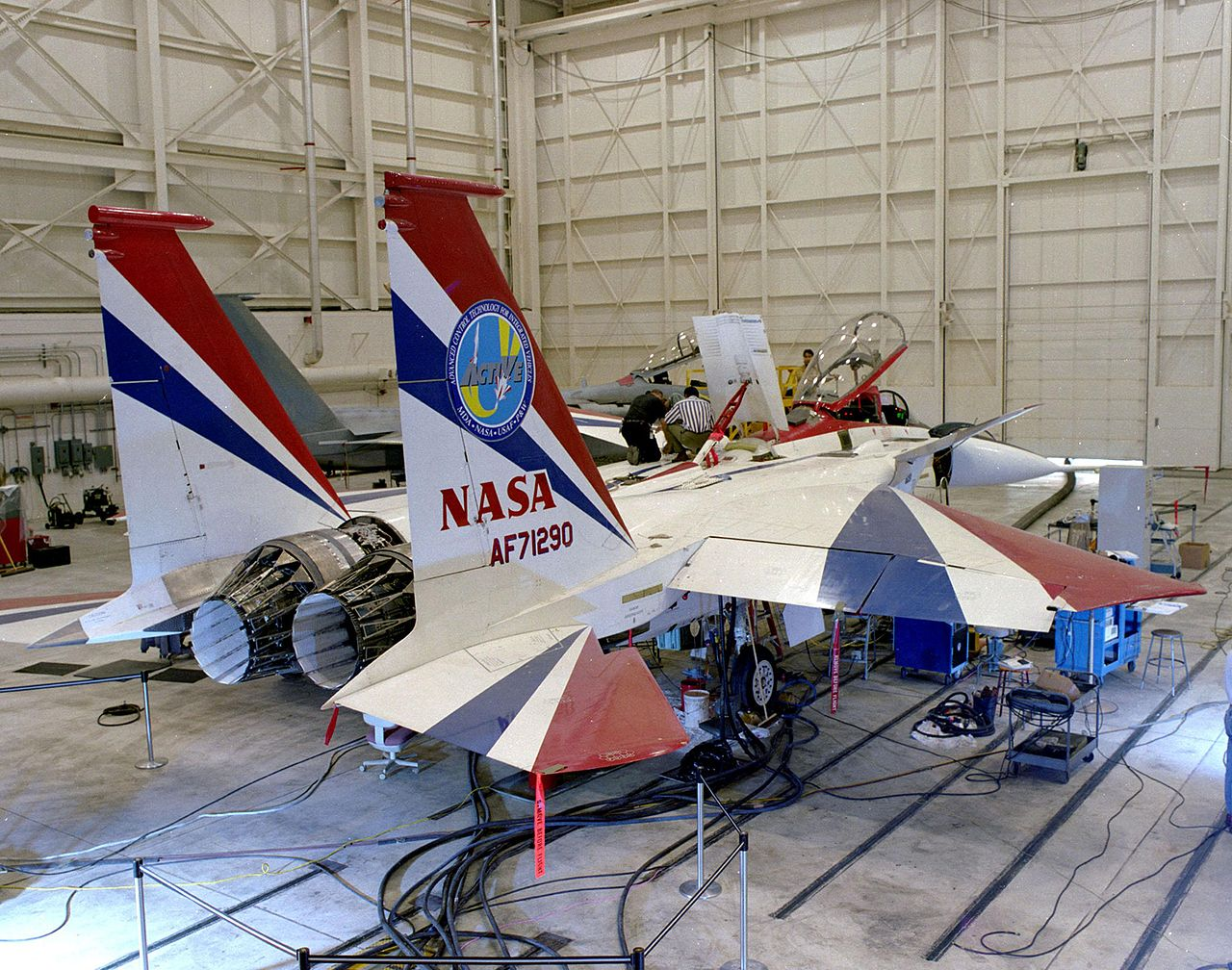 Here's why the F-35 doesn't use thrust vectoring