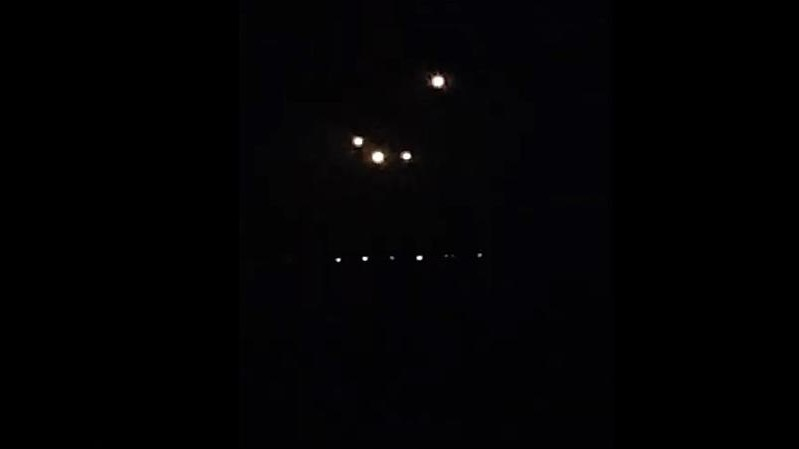 Former Boeing 737 pilot tells the story of an odd UFO sighting he had in the skies above Los Angeles