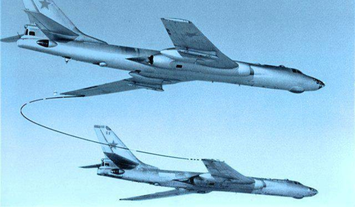 The story of the crazy wing-to-wing in-flight refueling procedure of the Soviet Tu-16 Badger medium bomber