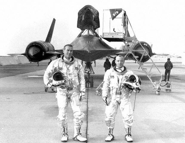 Robert Powell, the first pilot to clock 1,000 hours in the SR-71 Blackbird, passed away