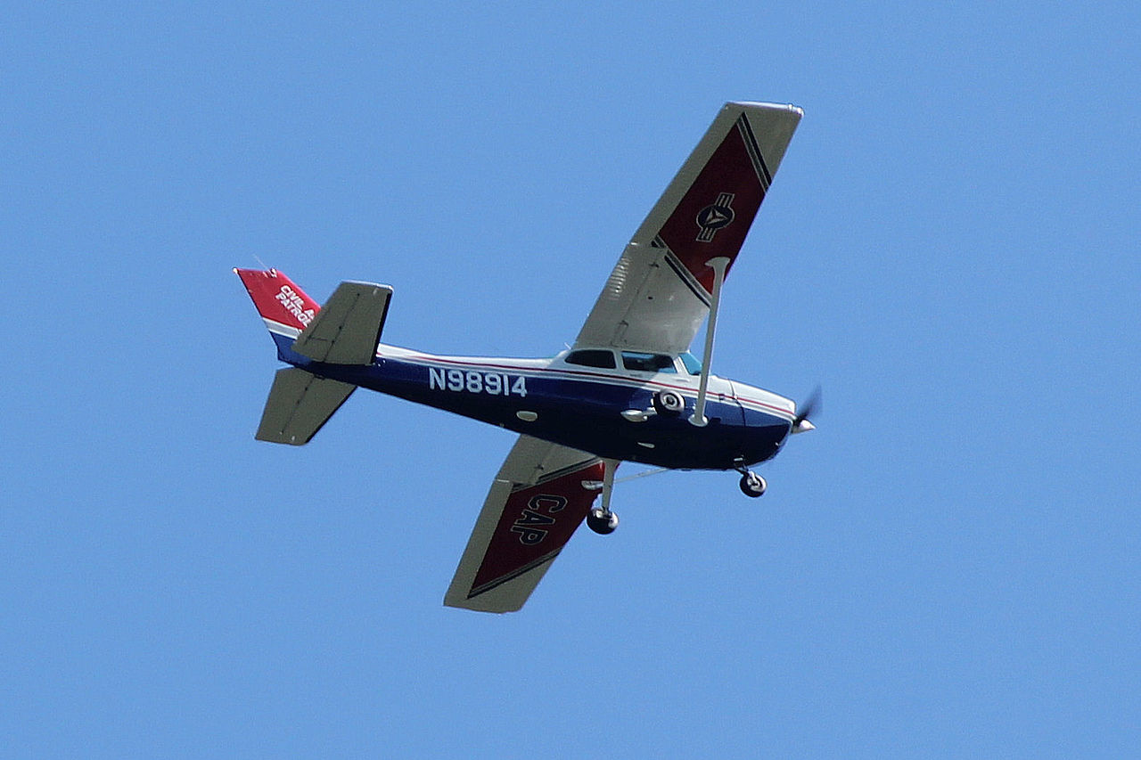 Former US military aviators explain why an experienced fighter pilot can't fly a Cessna 172 without training