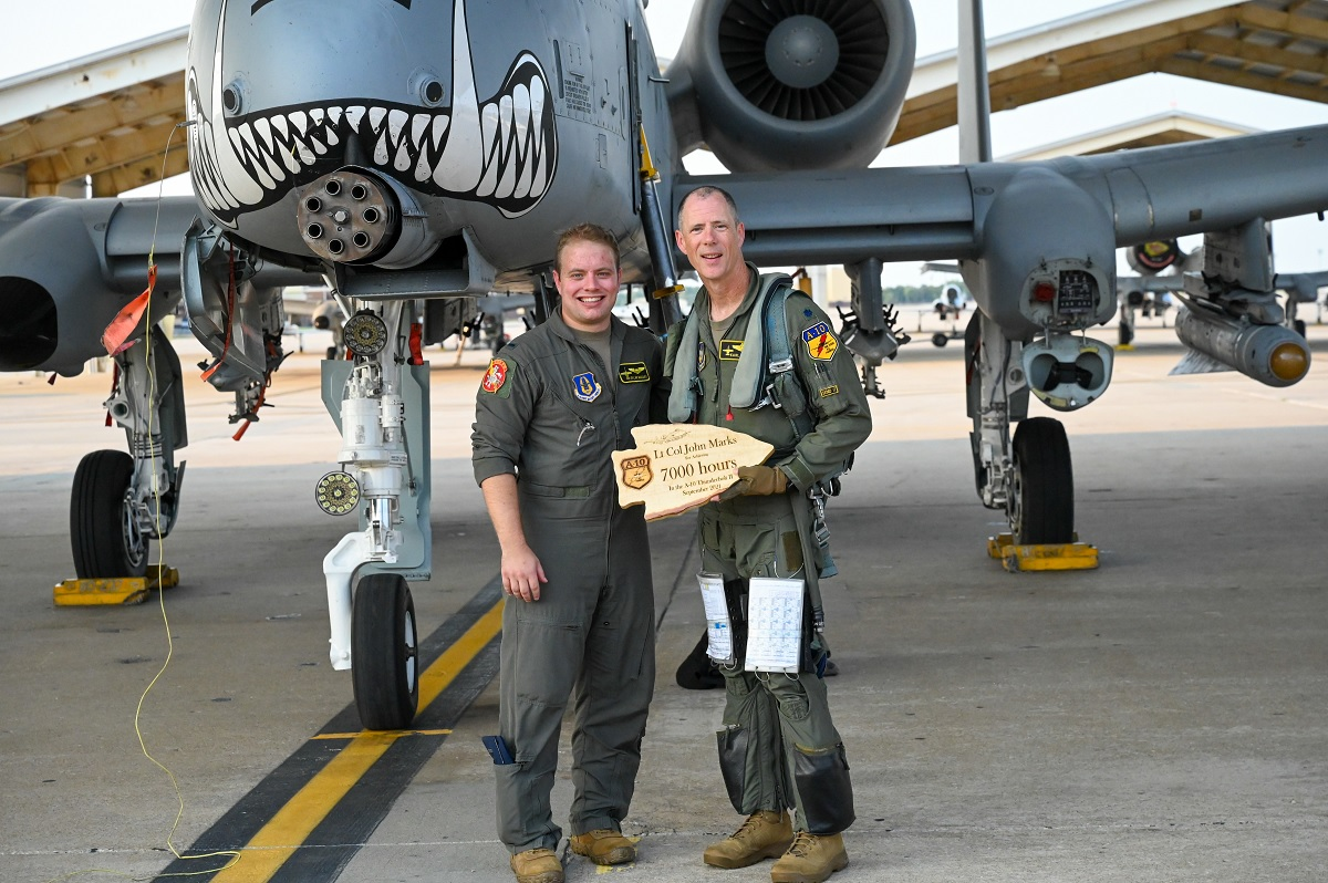 A-10 pilot who destroyed 23 tanks in one day during Operation Desert Storm reaches a historic 7,000 hours in the Warthog