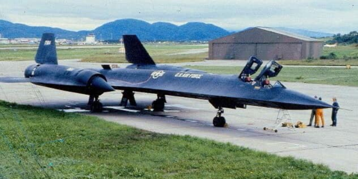 Here's why the SR-71 Blackbird airframe was designed to leak fuel