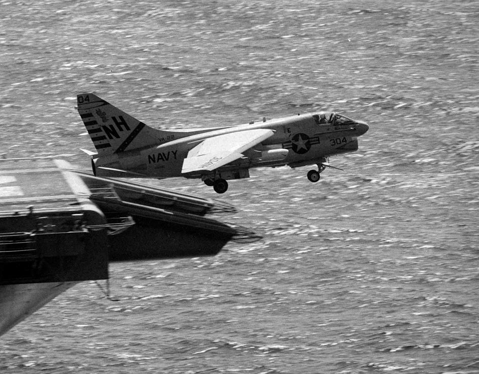 Former US Naval Aviator provides an A-4 Vs A-7 Technical Comparison