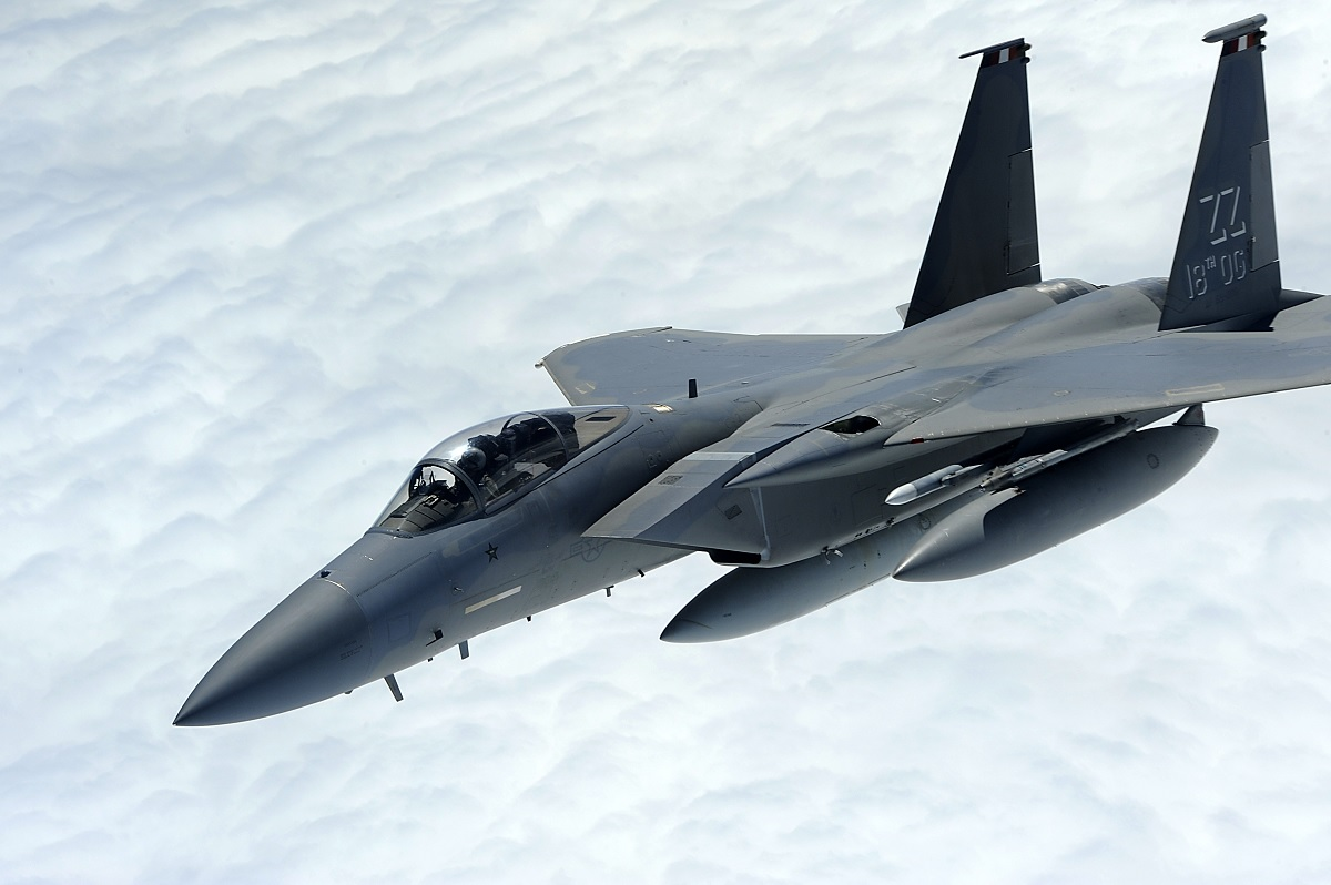 HOW KADENA'S F-15Cs PROTECTED THE AIR ASSETS THAT WERE TRYING TO FIND KAL 007 WRECKAGE FROM SOVIET MiG-31s