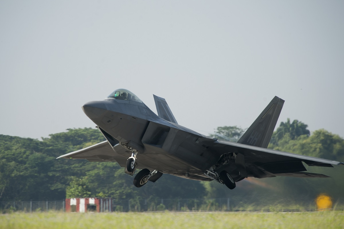 USAF finds out that F-22 saves fuel by flying faster
