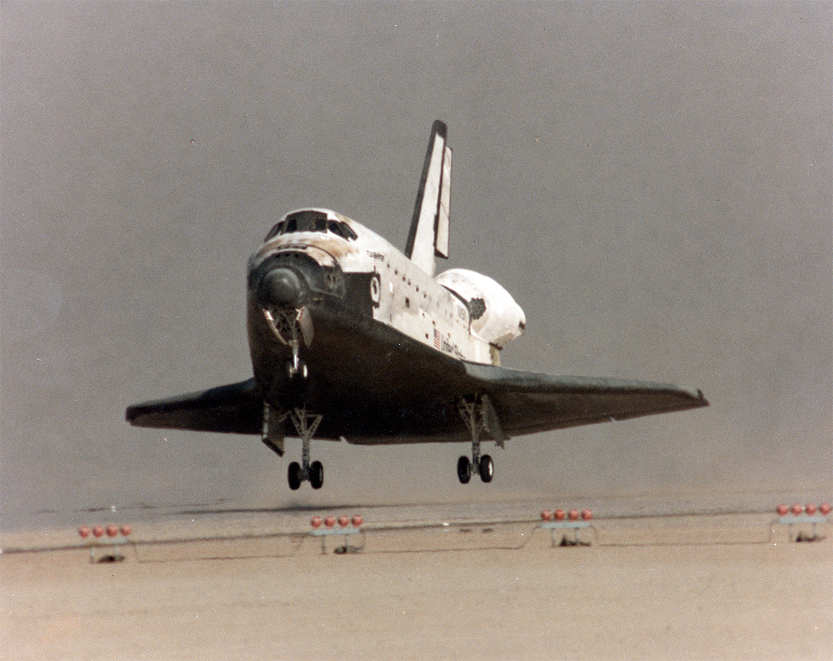INTERESTING PICTURE SHOWS SPACE SHUTTLE CHALLENGER LANDING ...