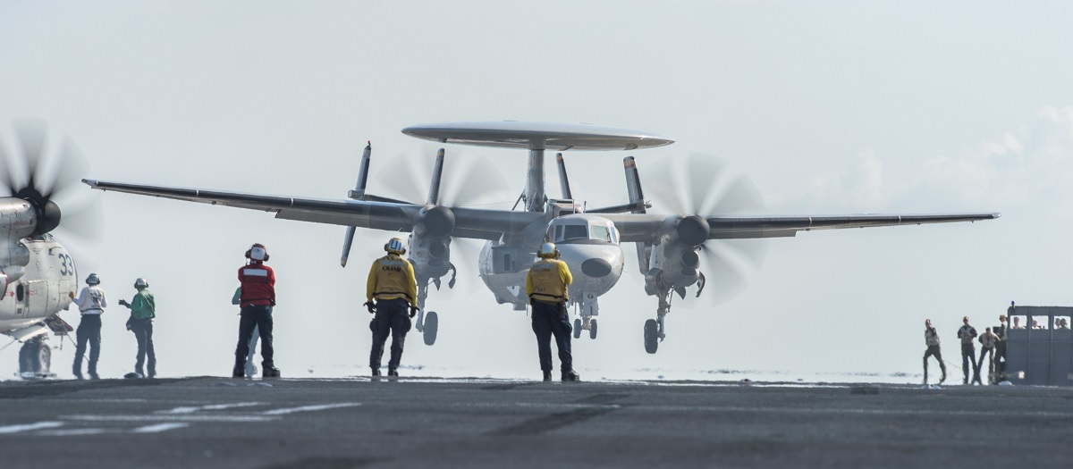 E-2D Hawkeye AEW aircraft Takes Out 4 Super Hornet Strike Fighters while landing on USS Abraham Lincoln