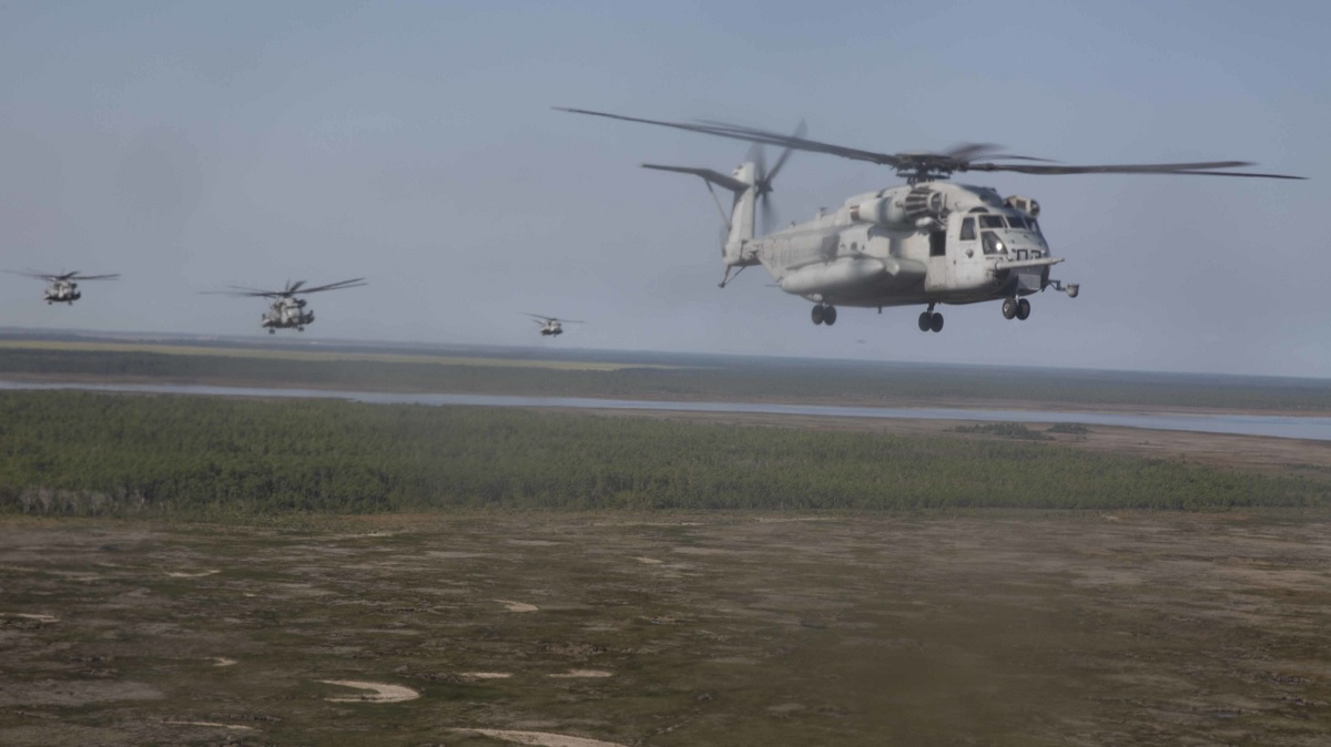 USMC CH-53 Super Stallion heavy lift helicopters perform impressive formation flight