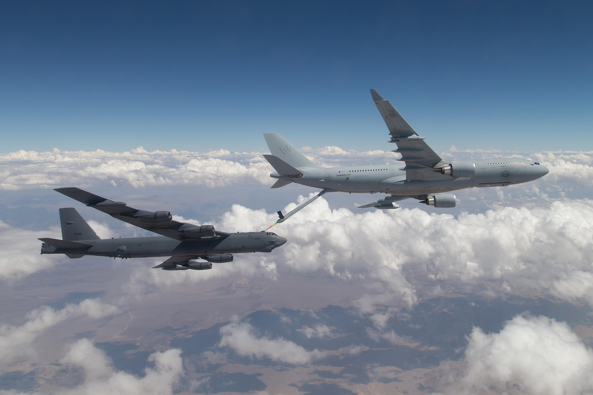 Interesting pictures show RAAF KC-30A tanker refueling USAF B-52 strategic bomber