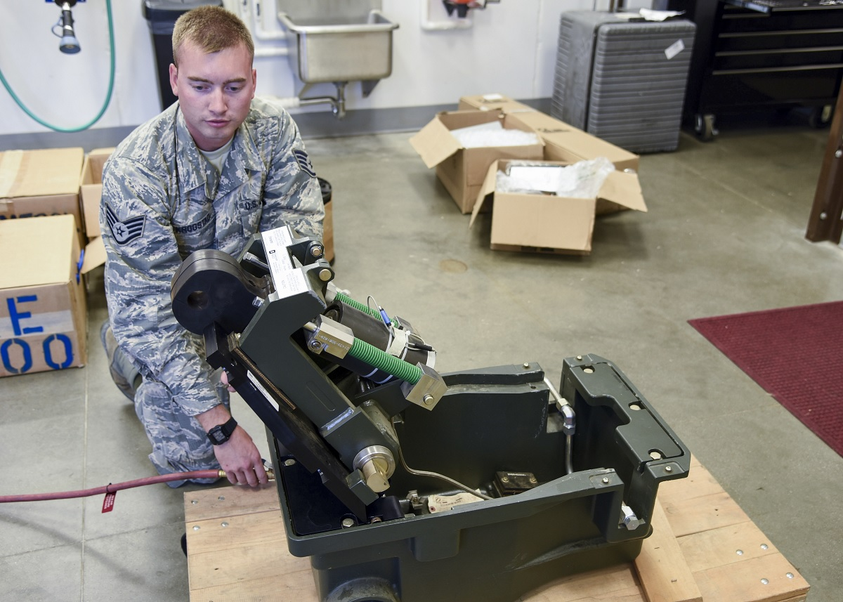 USAF replaces old BAK-14 hook aircraft arresting system with the new BAK-14M