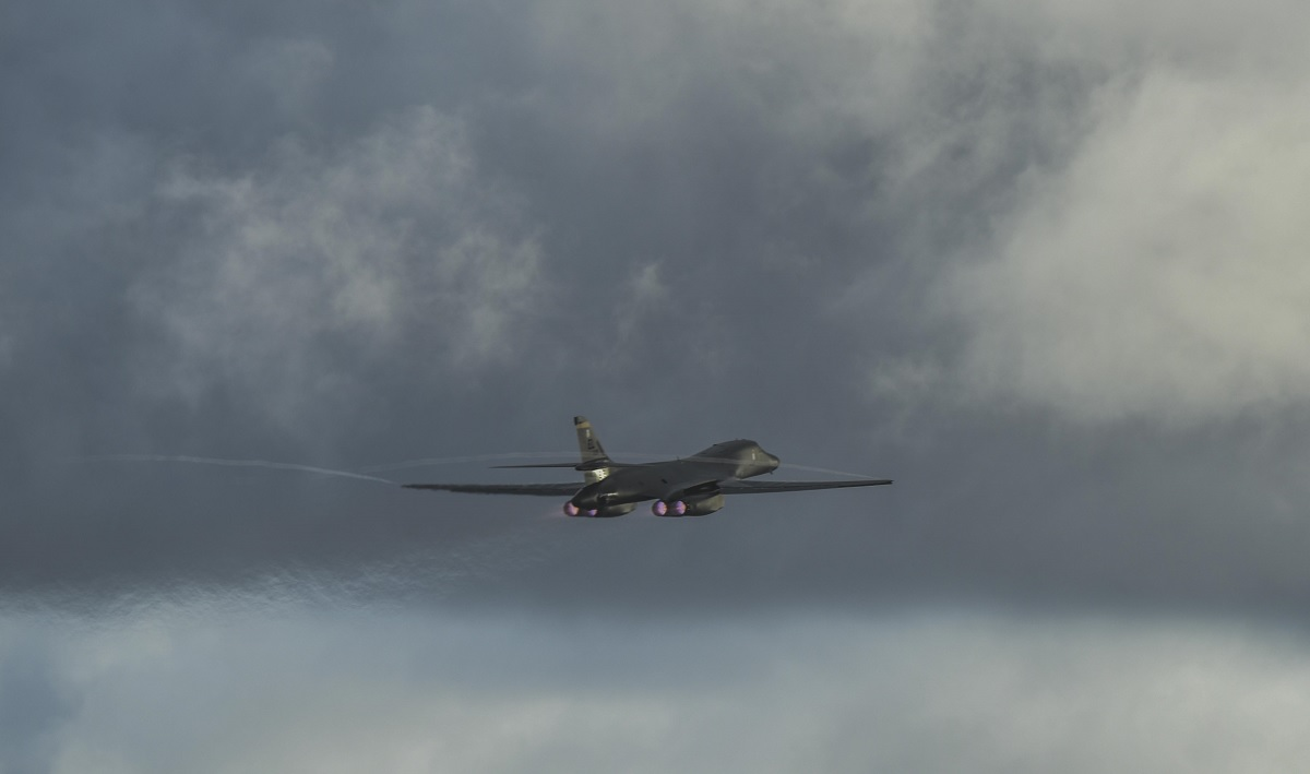 USAF B-1B Lancer strategic bombers integrate with RAAF JTACs