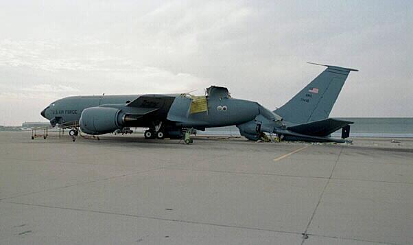 Esa vez, un avión KC-135 Stratotanker explotó después de una prueba de presión fallida