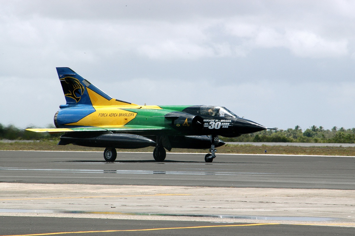 Here's how Brazilian Mirage fighters intercepted an Il-62 that was bringing Cuban ambassador to Argentina during the Falklands War