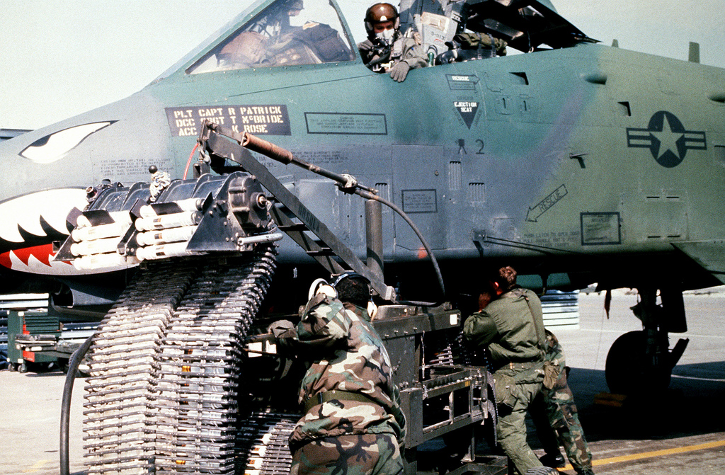 A-10`Warthogs' Kill 23 Tanks in One Day during Operation Desert Storm