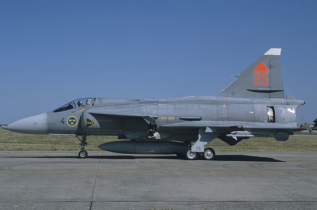 Viggen Vs Blackbird: how Swedish JA-37 fighter pilots were able to achieve radar lock on the legendary SR-71 Mach 3 spy plane