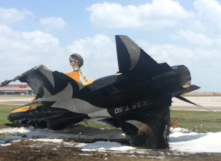 Impressive photos show Black Eagle T-50B overturned having crashed while taking off at Singapore Airshow 2018