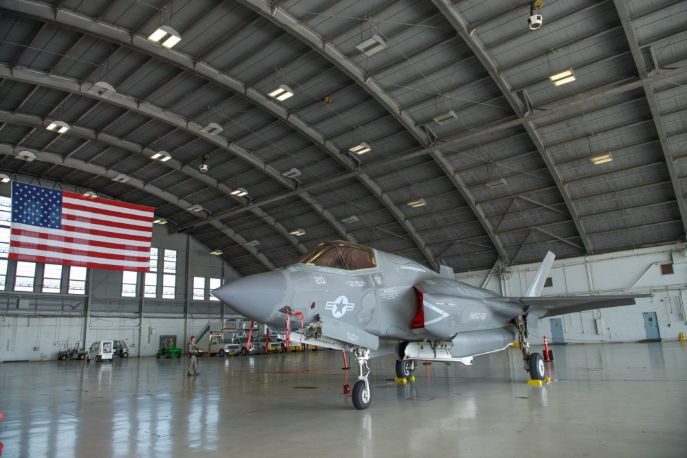 https://aircraftprofileprints.com/f-35-lightning-ii/1388-f-35b-lightning-ii-vmfa-121-green-knights-vk00-169164-2015-profile-print.html?utm_medium=social&utm_campaign=agc&utm_source=theaviationgeekclub.com
