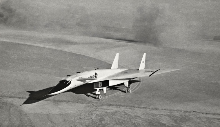 """That time an XB-70A Valkyrie performed an emergency landing on """"tip-toe"""""""