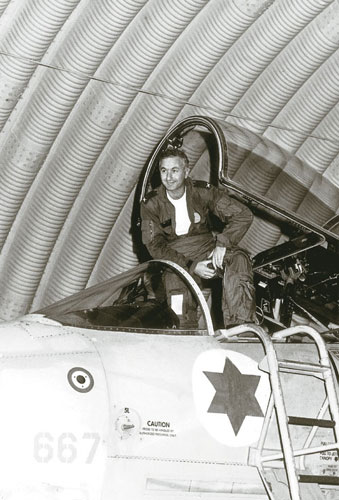 "The Incredible Story of the IAF A-4 Pilot who completed his first flight on the Skyhawk during the first combat sortie of ""Yom Kippur"" War"