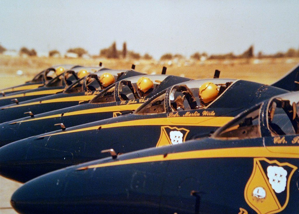 Man on A Missile: Former Blue Angels CO explains why the Team chose the A-4 Skyhawk to Replace the F-4 Phantom