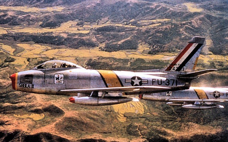 This F-86 Pilot Pushed his Wingman Crippled Sabre for 60 Miles to keep him out of Enemy Hands