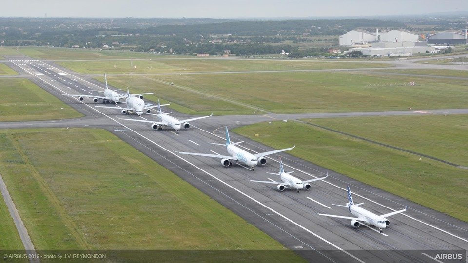Here are some stunning photos of the incredible formation flight celebrating Airbus 50th Anniversary