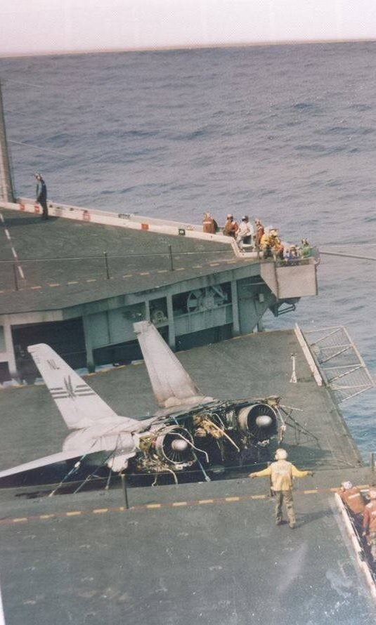 Here's why this F-14A Tomcat split into two pieces