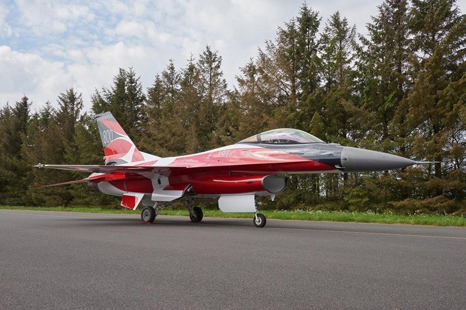 Check out these exclusive photos of the RDAF F-16AM adorned to celebrate the 800th anniversary of the Danish flag