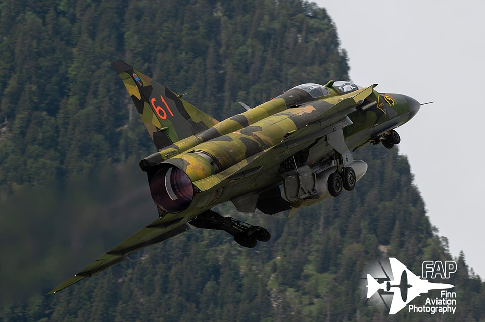 That time a JA-37 Viggen performed a fly-by at an altitude of two meters  and injured eight people on the ground – The Aviation Geek Club