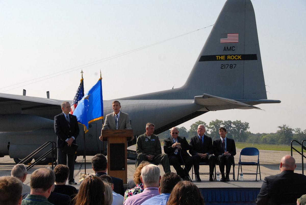 The Pilot of This C-130 Landed Safely with his Flight Engineer Dead, with his Co-Pilot Wounded, with Just One Engine