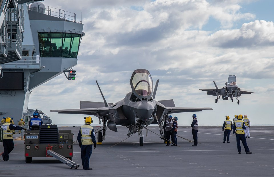 UK F-35 Lightning Stealth Fighters Land on HMS Queen Elizabeth for the First Time