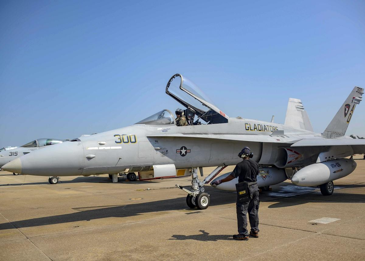 「Navy F/A-18C Hornet Makes Final Active-Duty Flight」的圖片搜尋結果