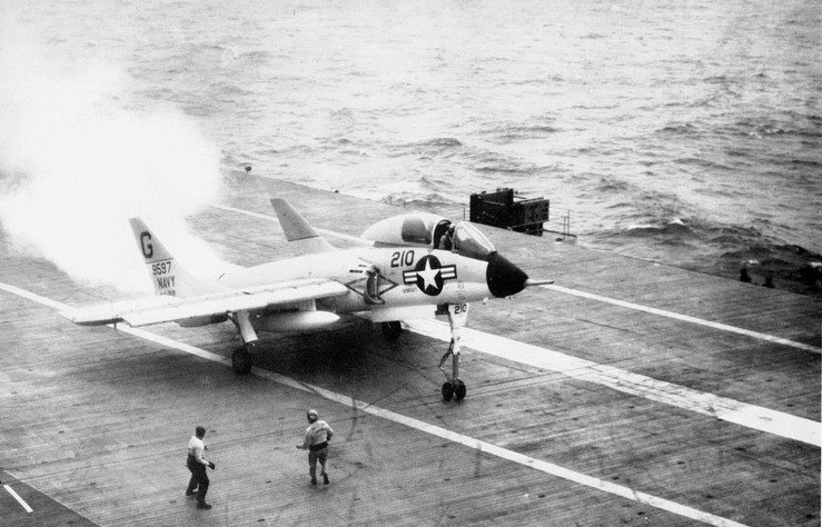 Former Naval Aviator tells which US Navy Jets are the most difficult and the easiest to land on an Aircraft Carrier