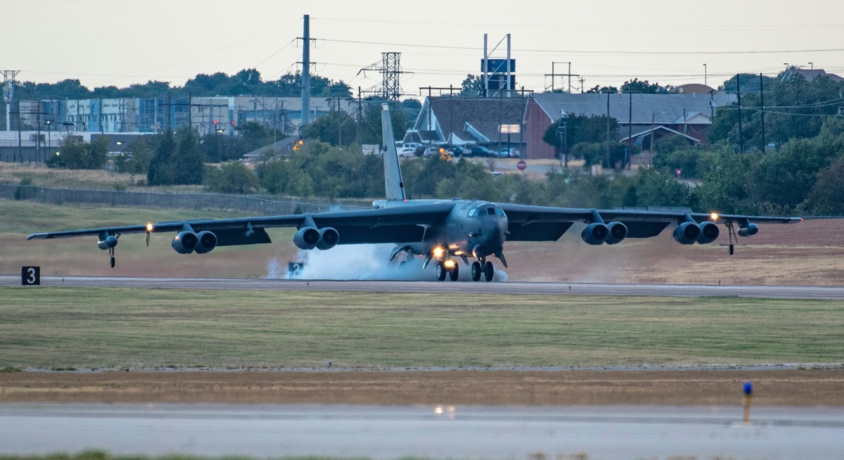 Interesting photos show Barksdale B-52s evacuated to NAS JRB Fort Worth ahead of Hurricane Laura's landfall